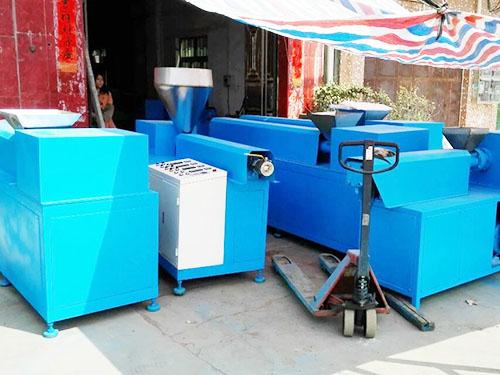吉林熱熔膠擠出機_琛城機械_產品研發公司_產品供應商