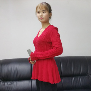 V领红色针织衫