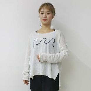 浅白色针织衫