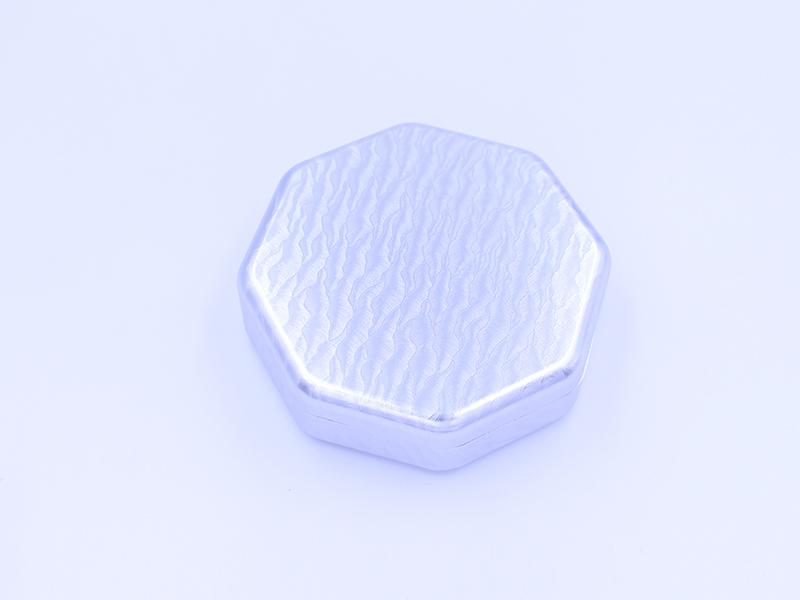 银色浮雕花纹药盒