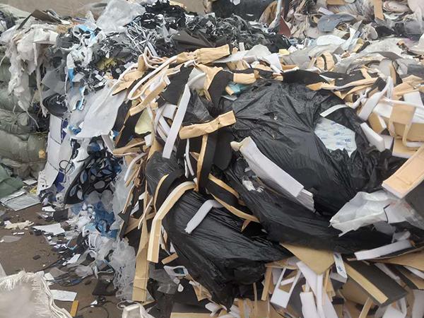 废布料掺杂少量废塑料混合物