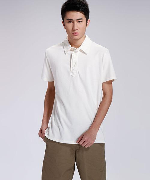 纯白t恤衫