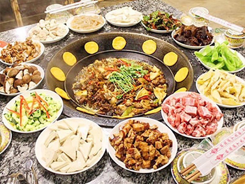 分餐_天津土灶柴火鸡加盟服务_拉洲饮食