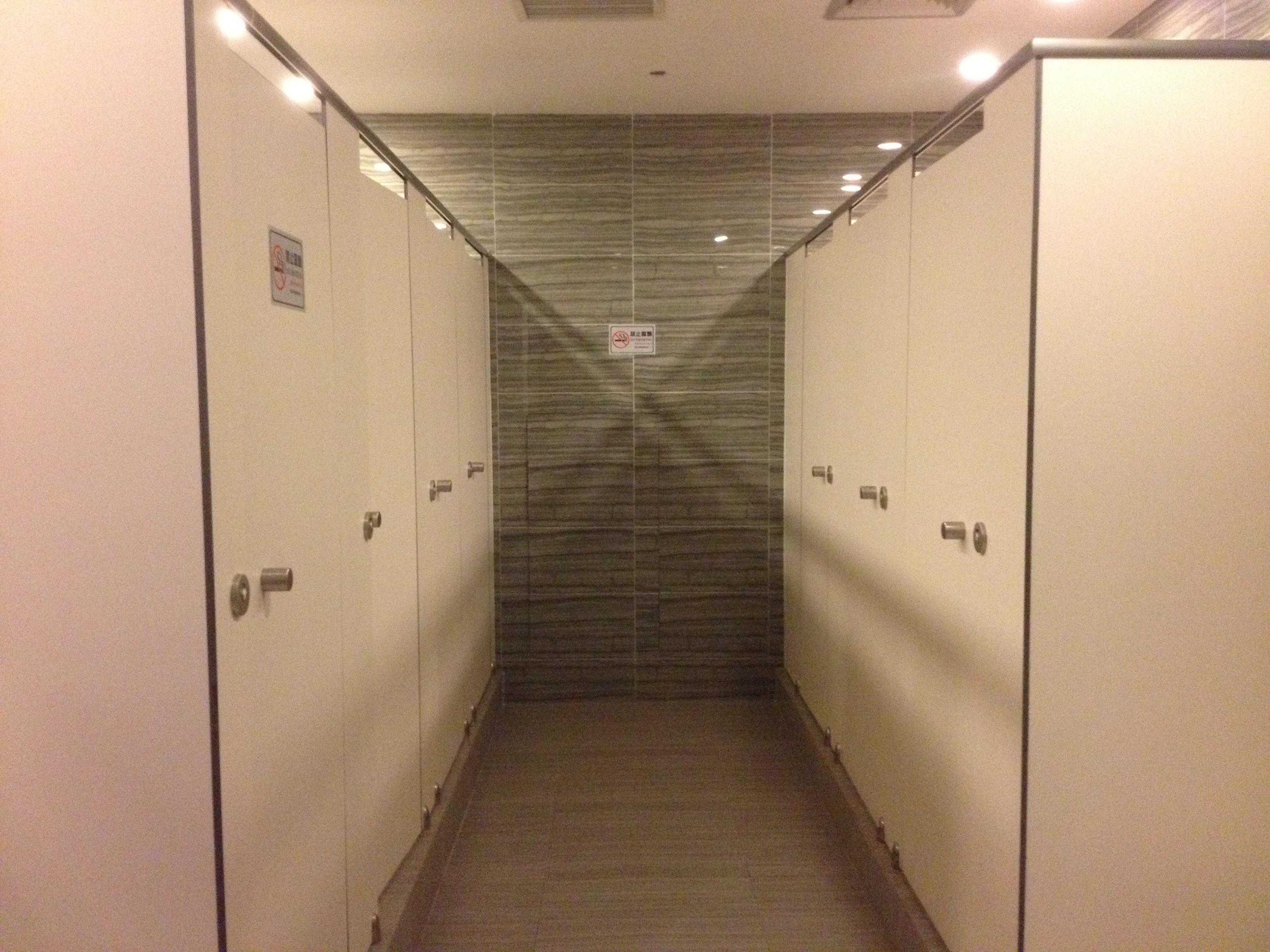 卫生间隔断、威格亚卫生间隔断