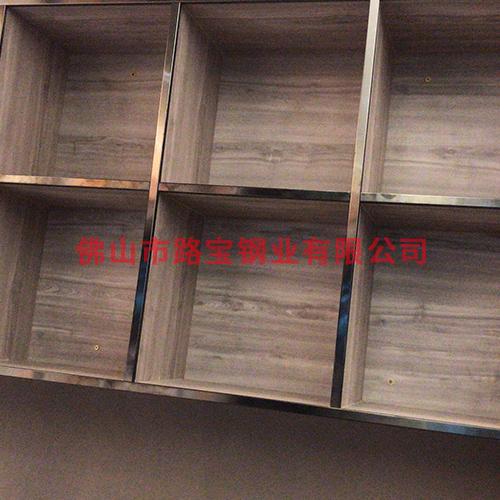 墙体挂墙式储物柜安装