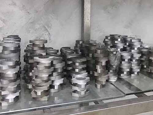 脫水機塑料擠出機配件生產_路隆機械_芯軸_真空裝置_機筒_定制