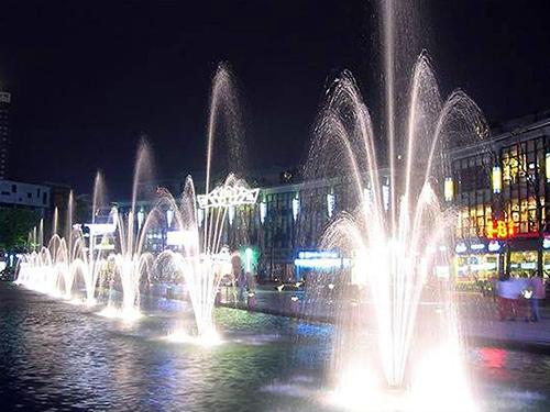 三层花喷泉