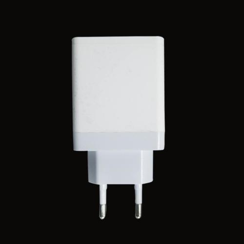 欧规PD18W +2.4A 输出 充电器