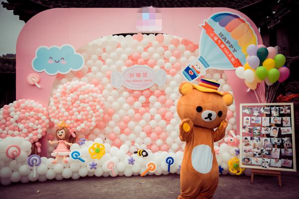 无锡派对王文化传播有限公司是无锡首家采用美国sempertex气球来做装饰的公司,目前主要从事气球装饰,活动策划布置,生日点缀,婚礼布置,氦气球派送,专业的小丑,泡泡秀,杂技类演出等业务。同时我们致力于为各大商场,公司,学校,个人提供高品质的气球和个性化的服务。公司拥有台湾籍设计师一名,专业的策划师三名,为您提供独特的设计,优质的服务,质优的价格。公司成立三年来已经服务过至少千场活动,得到广大客户的一致好评,同时派对王也是中国气球协会无锡分会的理事会员单位。 服务范围: 无锡派对王文化传播有限公司主要经营
