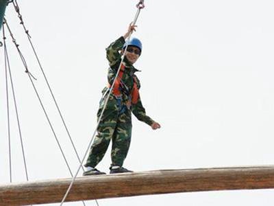东莞户外拓展培训:平衡木