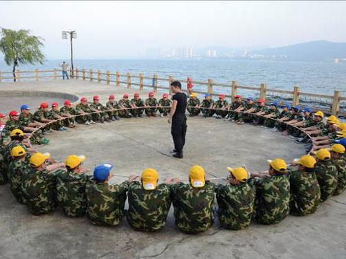 东莞拓展基地训练:团队动力圈