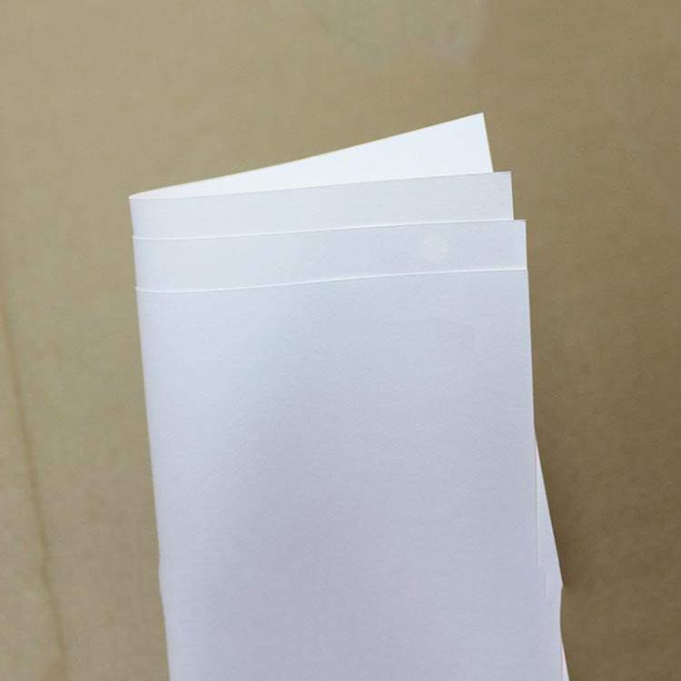 结缘牛皮纸厂家供应_日泰纸业_礼品盒_奶油色_120克_条纹