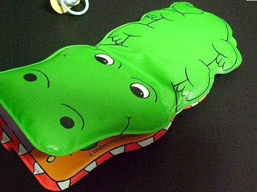鳄鱼充气洗澡书