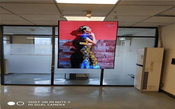 室内P1.66广告机品牌_鑫铭光电_壁挂_室内_弧形_室外_异型