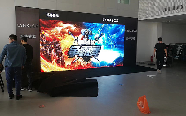 壁掛廣告機生產廠家_鑫銘光電_小型_室內P1.56_電子