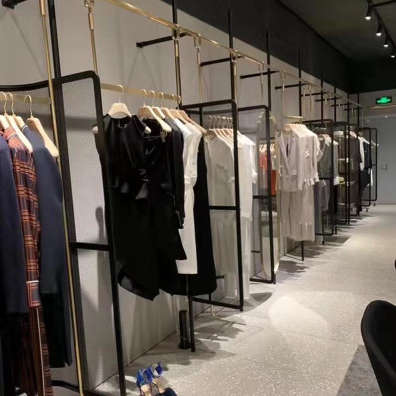 墻上_專賣店服裝架訂制_天一地九金屬制品