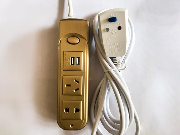 三位防触电带漏电保护