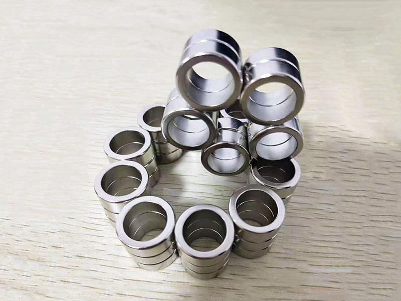 圓孔形含沉孔磁鐵