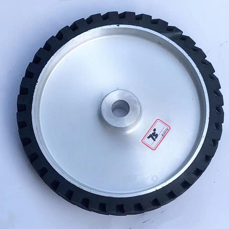 250*150鋁芯橡膠輪訂制_鑫旺鑫_150*50_斜紋_轉動
