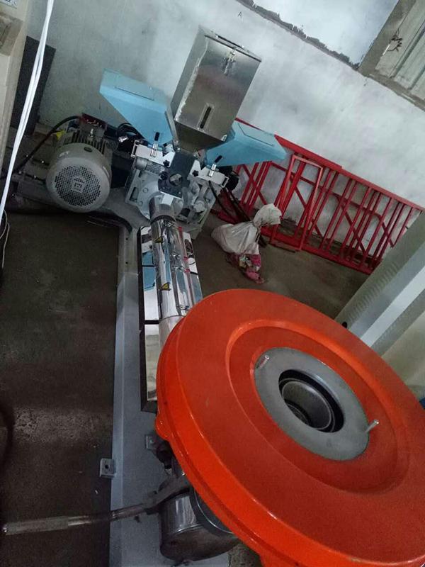塑膠色母稱重拌料機國產產品方案開發_信鑫盛精密