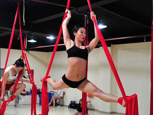 大連創業綢緞舞 燕舞飛揚舞蹈 品質高 精益求精