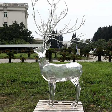 透明小鹿雕塑