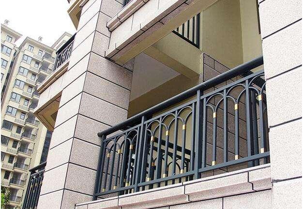 阳台护栏多少钱一米